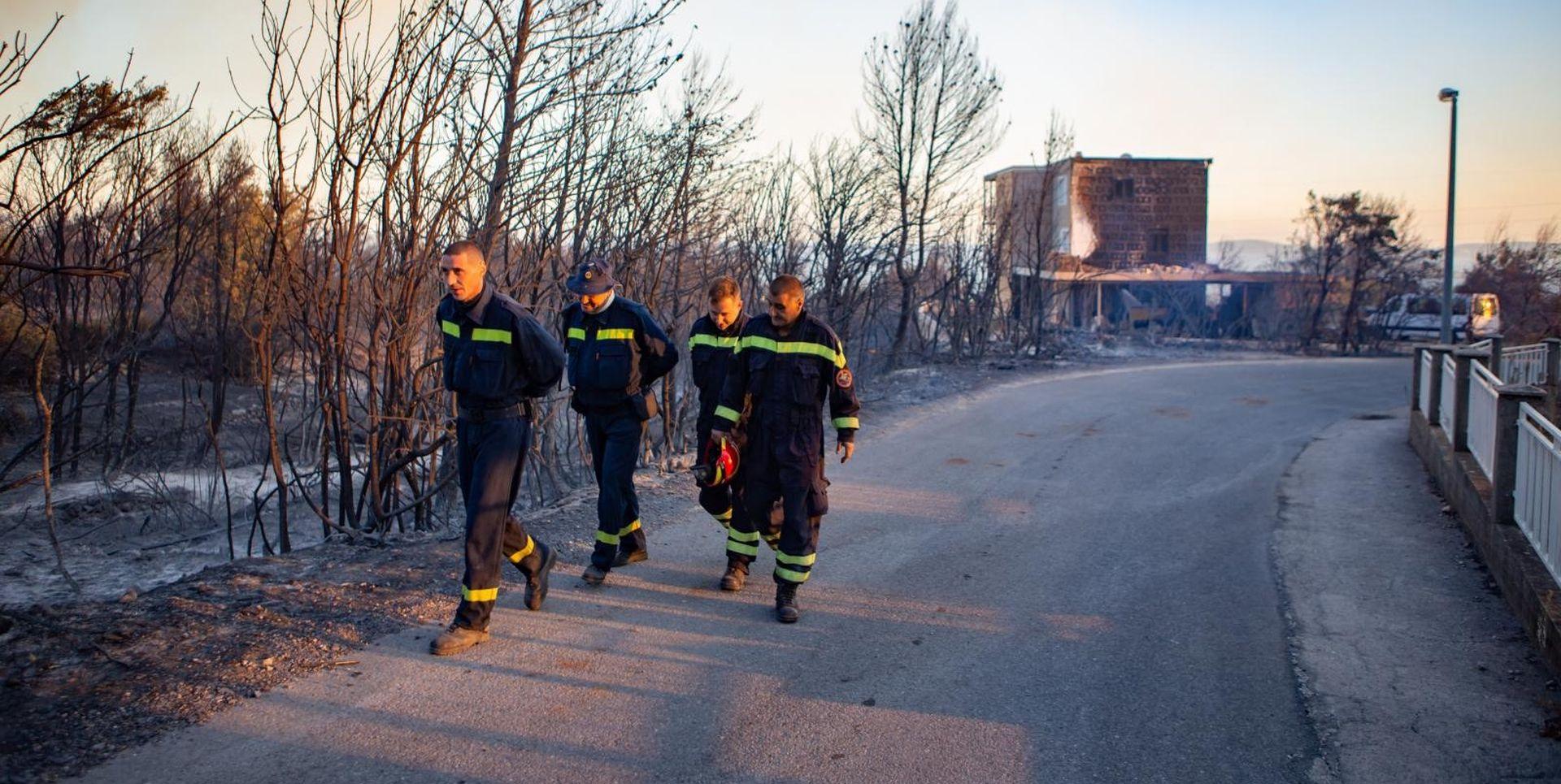 """Zaustavljena vatrena fronta na Pelješcu: """"Požar je daleko od ugašenog"""""""