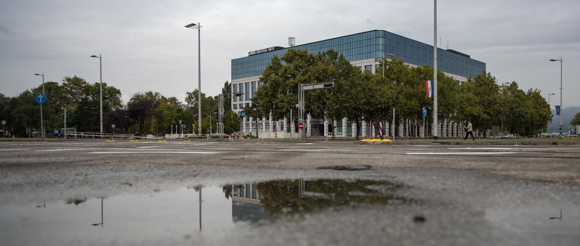 """INA """"Sisačka Rafinerija stvara gubitke, ali nema novih odluka"""""""