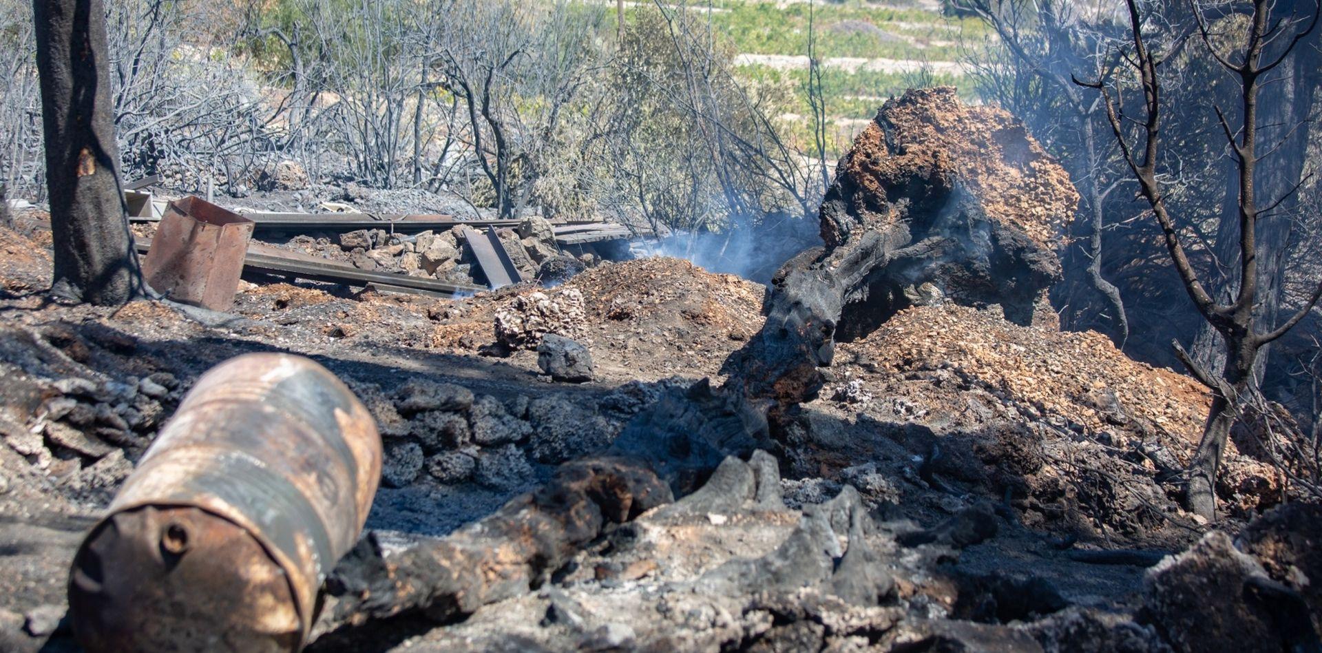 Požar kod Orebića ponovno se razbuktao, kuće obranjene