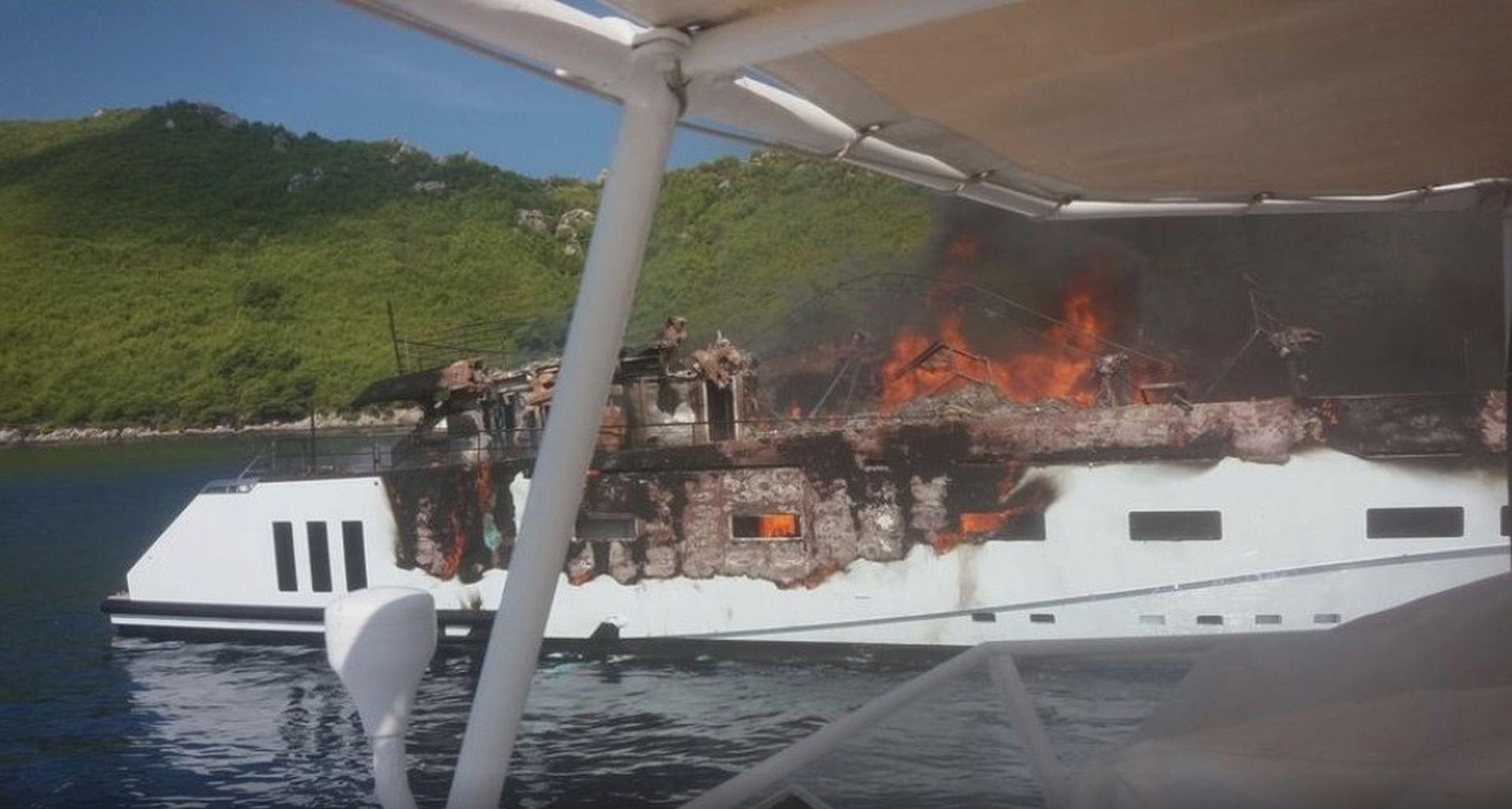 Kod Dubrovnika planula jahta, putnici i posada evakuirani