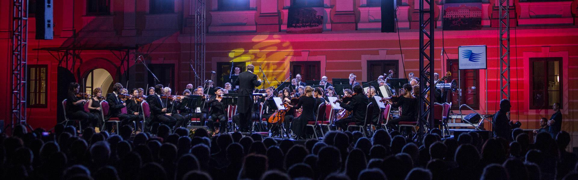 FOTO: Jubilarni koncert Zagrebačke filharmonije u Vukovaru