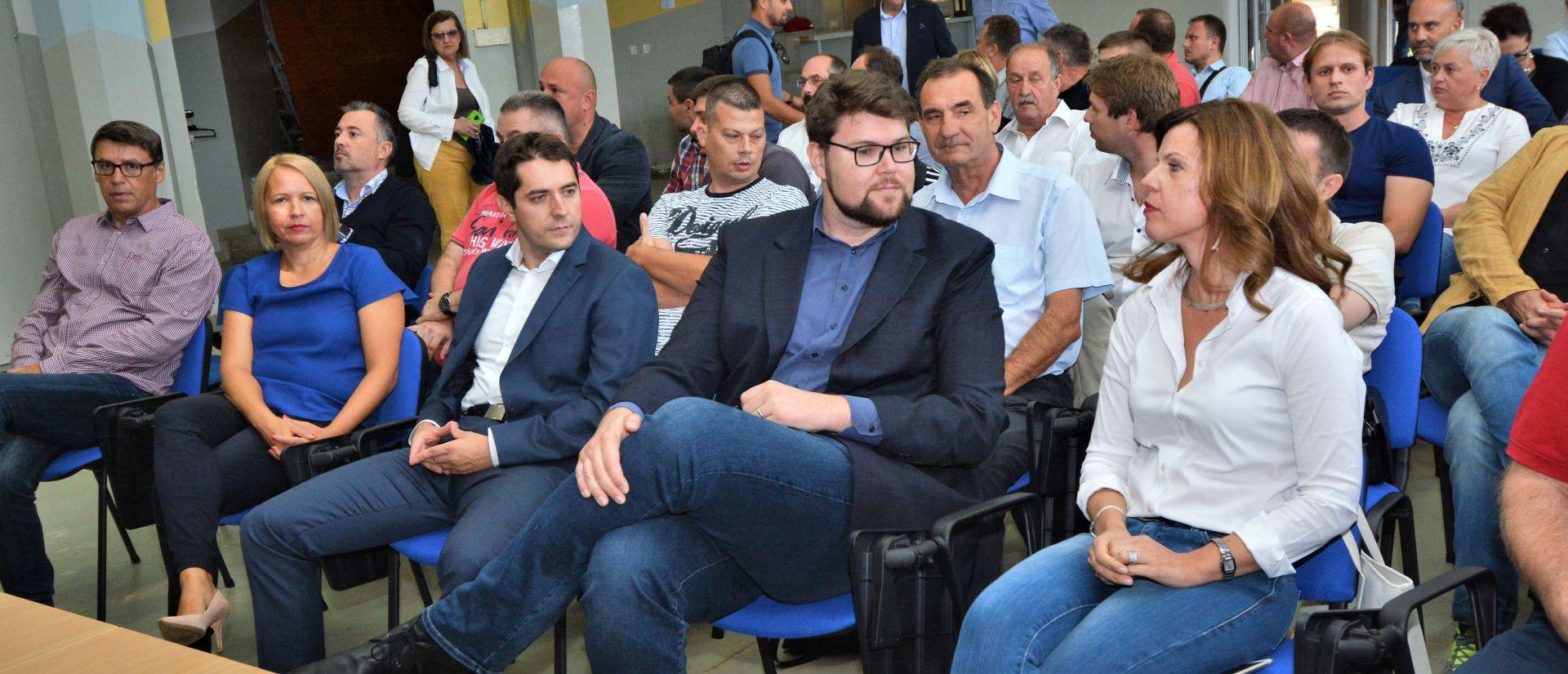 """Traži se """"trenutni"""" odlazak Davora Bernardića"""