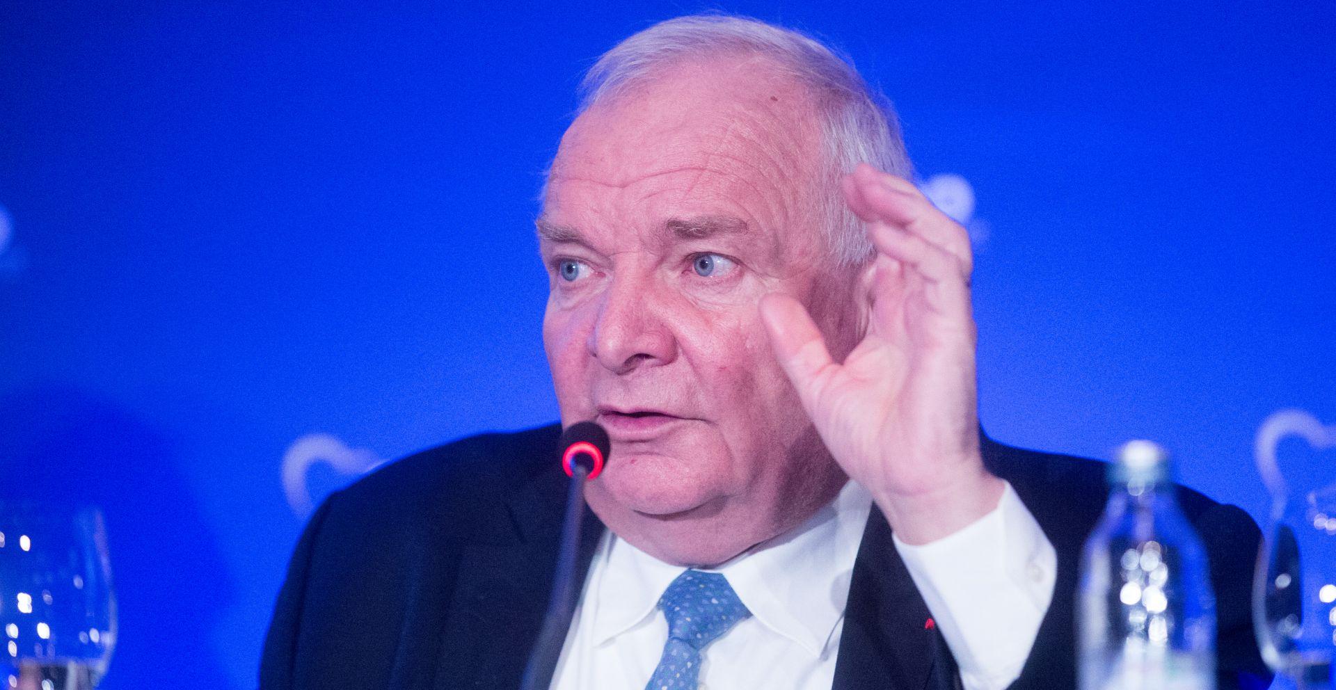 EURO PUČANI Daul, poput HDZ-a, brani Orbana