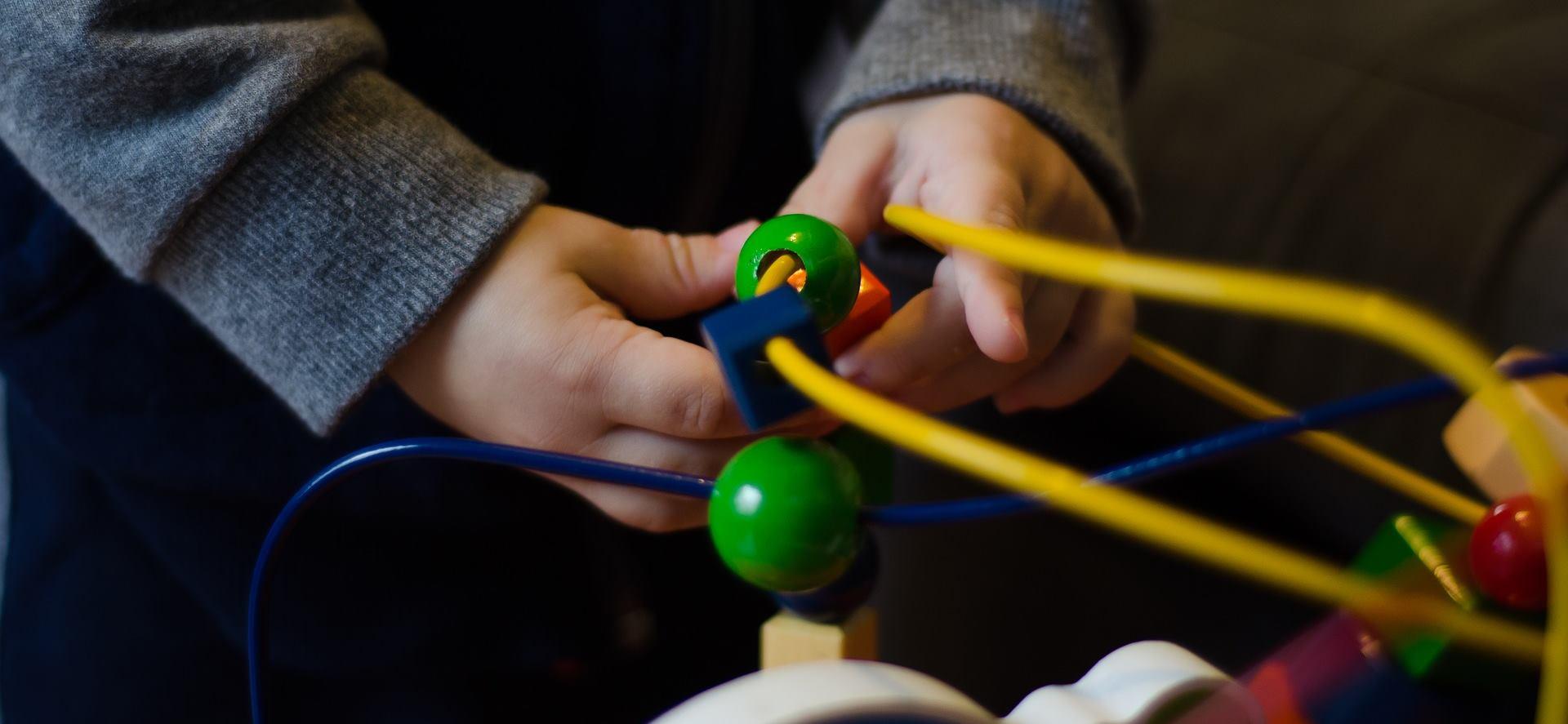 Razvoj djeteta potičite kroz igru s edukativnim igračkama