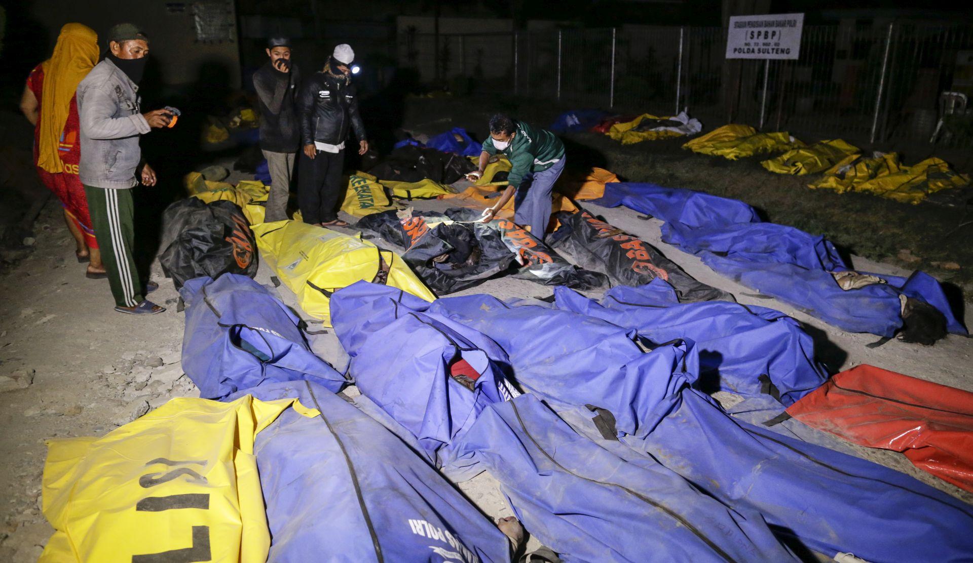 INDONEZIJA 832 mrtva nakon potresa i cunamija