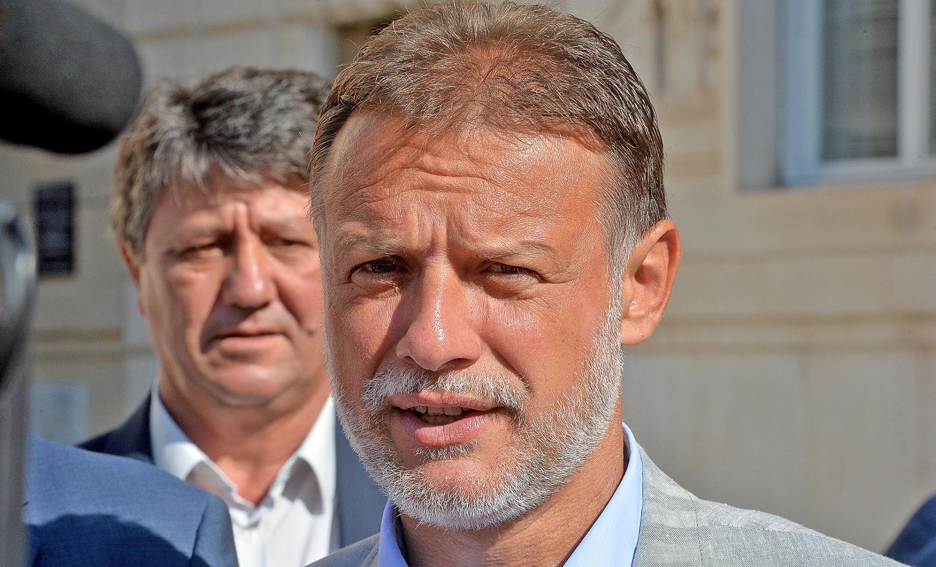 JANDROKOVIĆ 'Očekujem da se utvrdi tko je napao Pupovca i Miloševića'