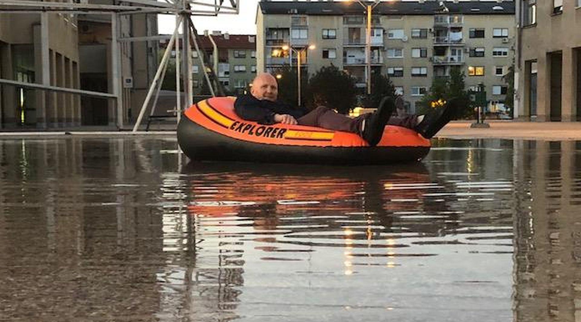 FOTO: Petek 'zaplovio' po poplavljenom platou na Jarunu