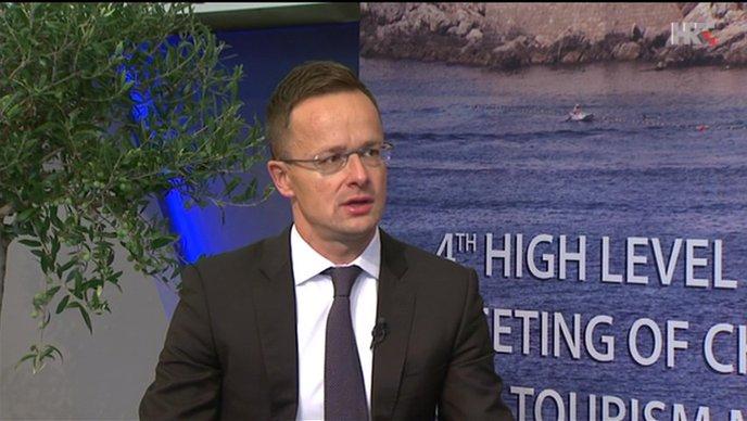 """SZIJJARTO """"Mađarsku nećemo pretvoriti u zemlju migranata"""""""