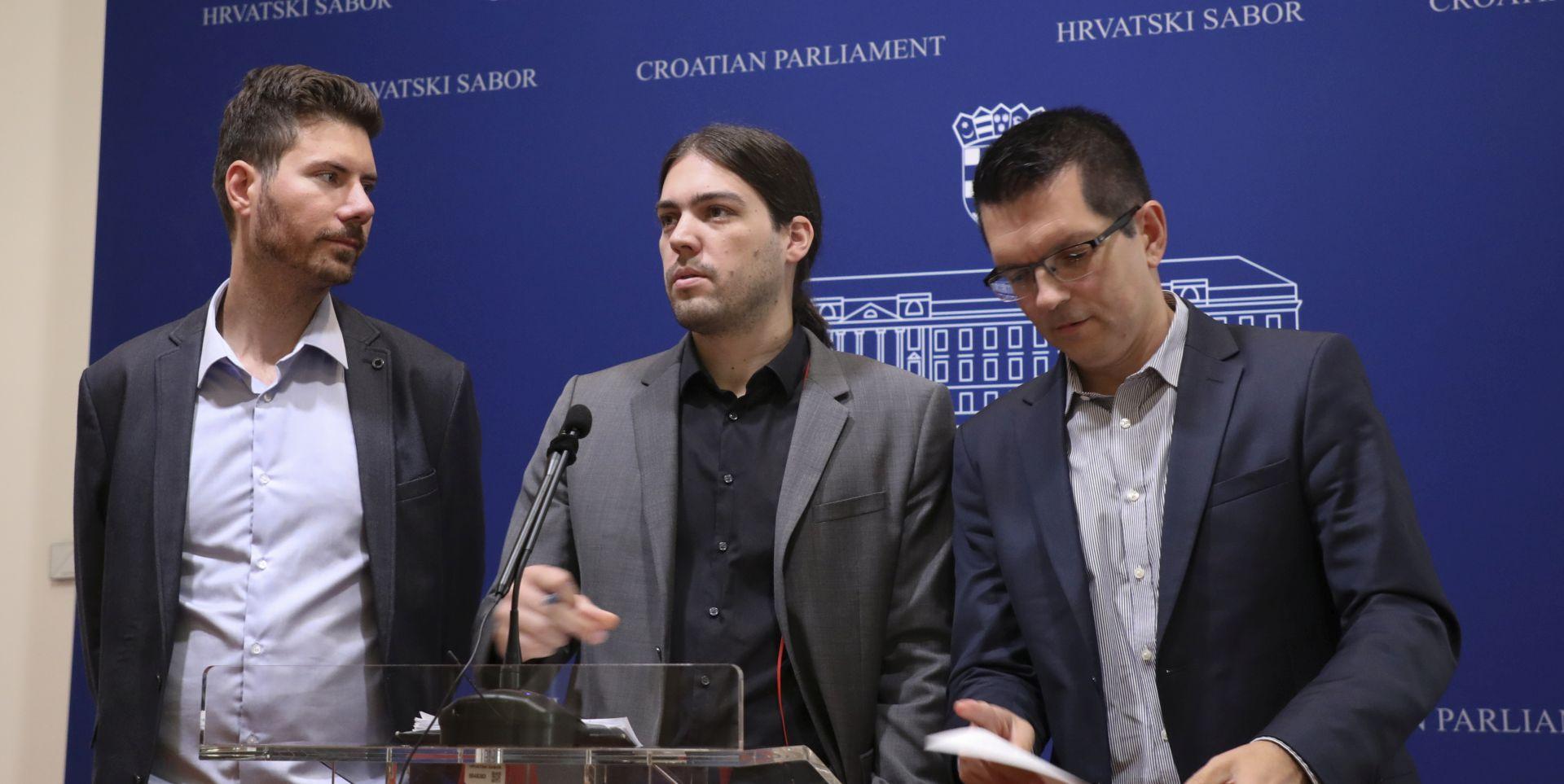 "ŽIVI ZID ""U Hrvatskoj buja korupcija"""