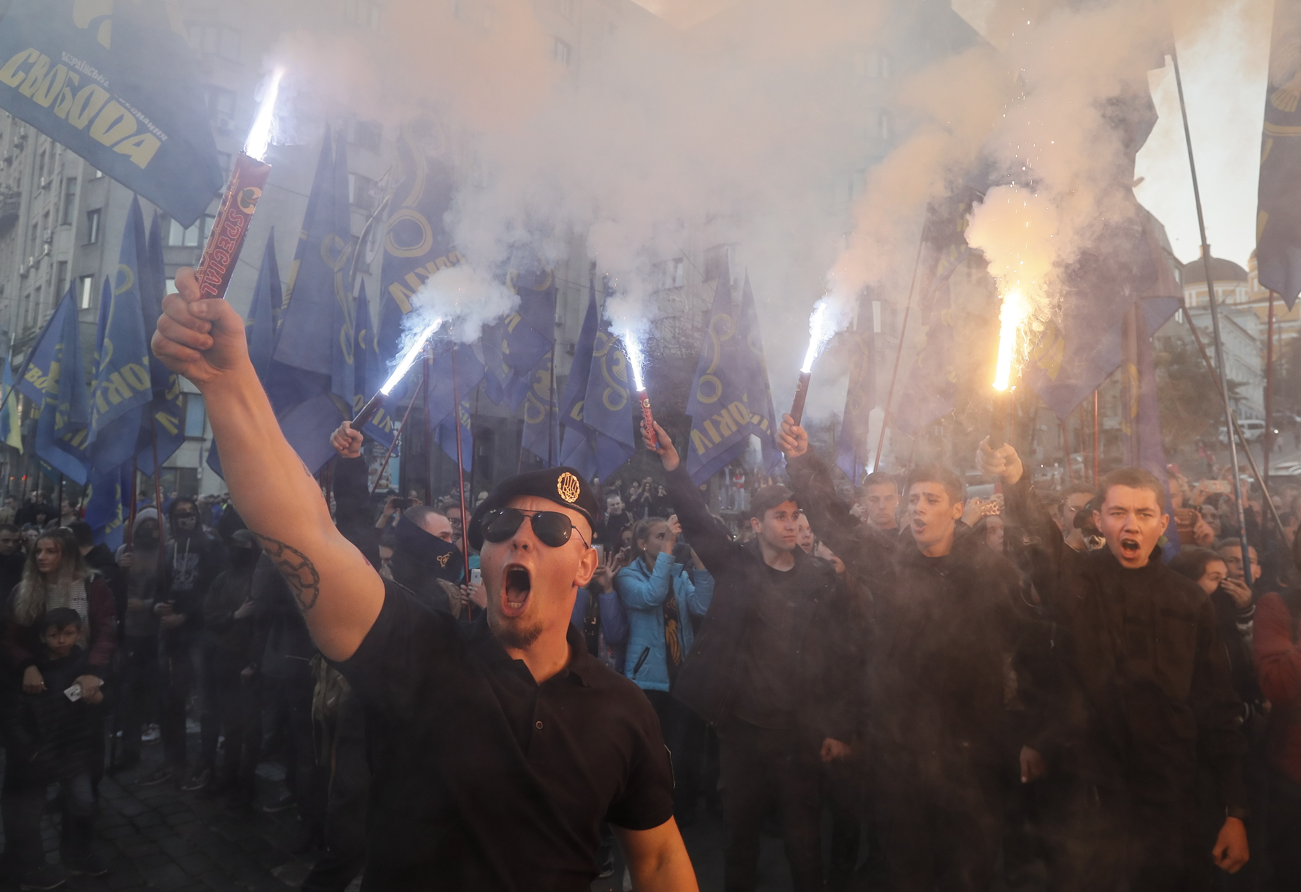 DESNIČARI MARŠIRALI KIJEVOM: Obilježili godišnjicu 'Ukrajinske ustaničke armije' osnovane prije 76 godina za vrijeme nacističke okupacije