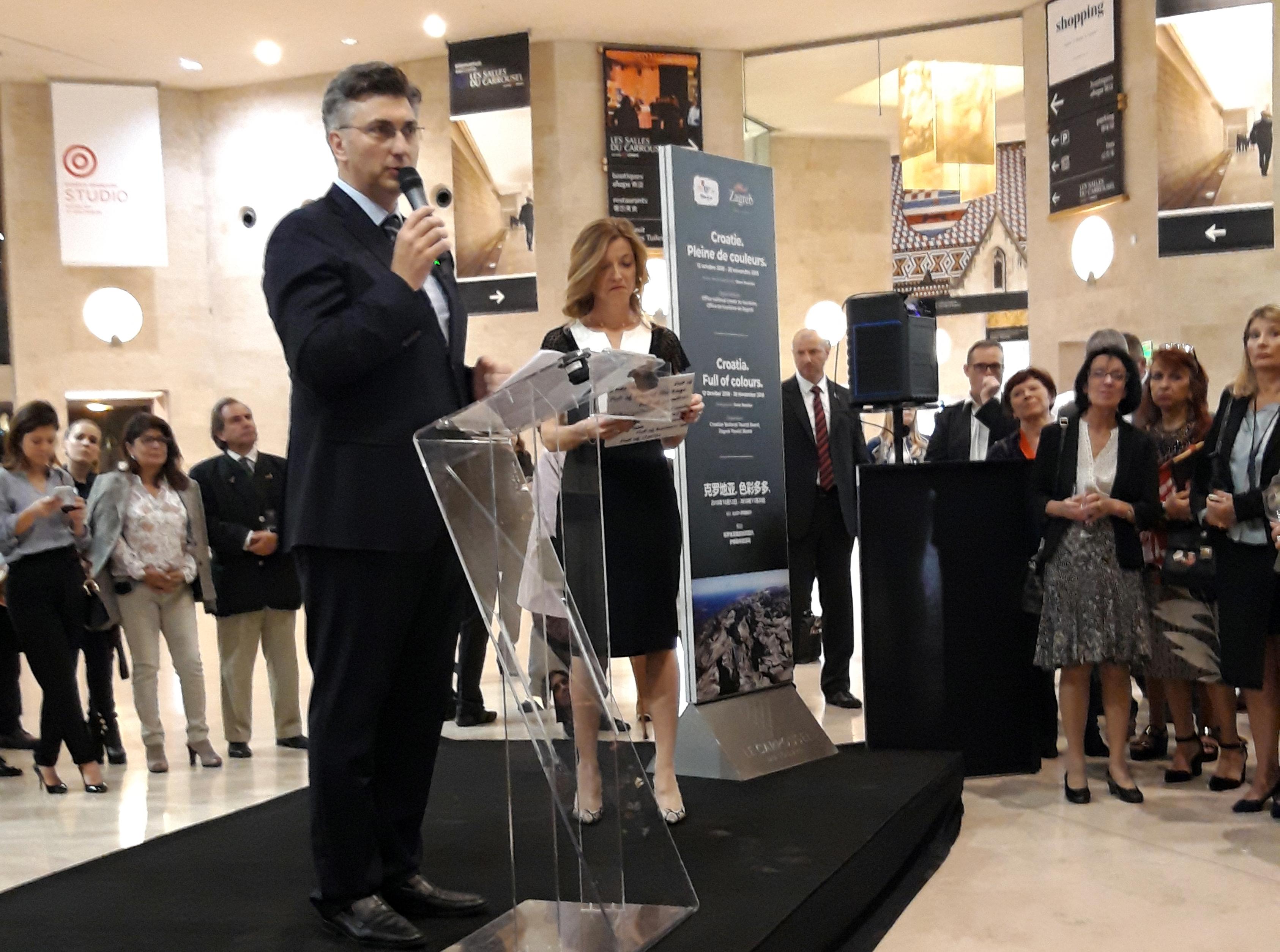 "Plenković u Parizu otvorio izložbu ""Hrvatska, puna boja"""
