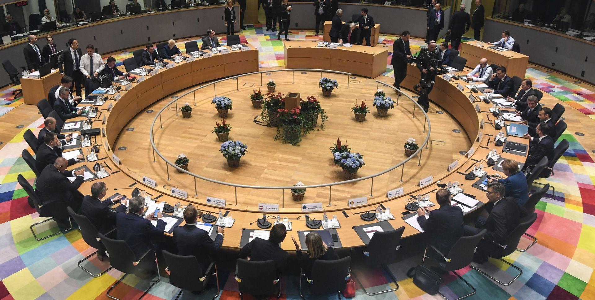 Čelnici EU-a nastavljaju summit, nema pomaka u pregovorima o brexitu