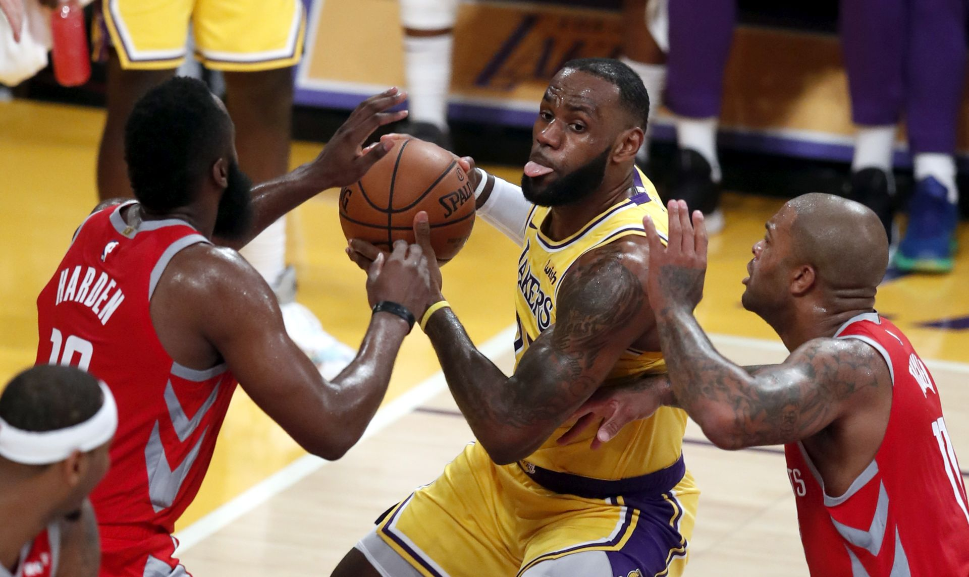 NBA LeBron James donio produžetak pa promašio bacanja za pobjedu