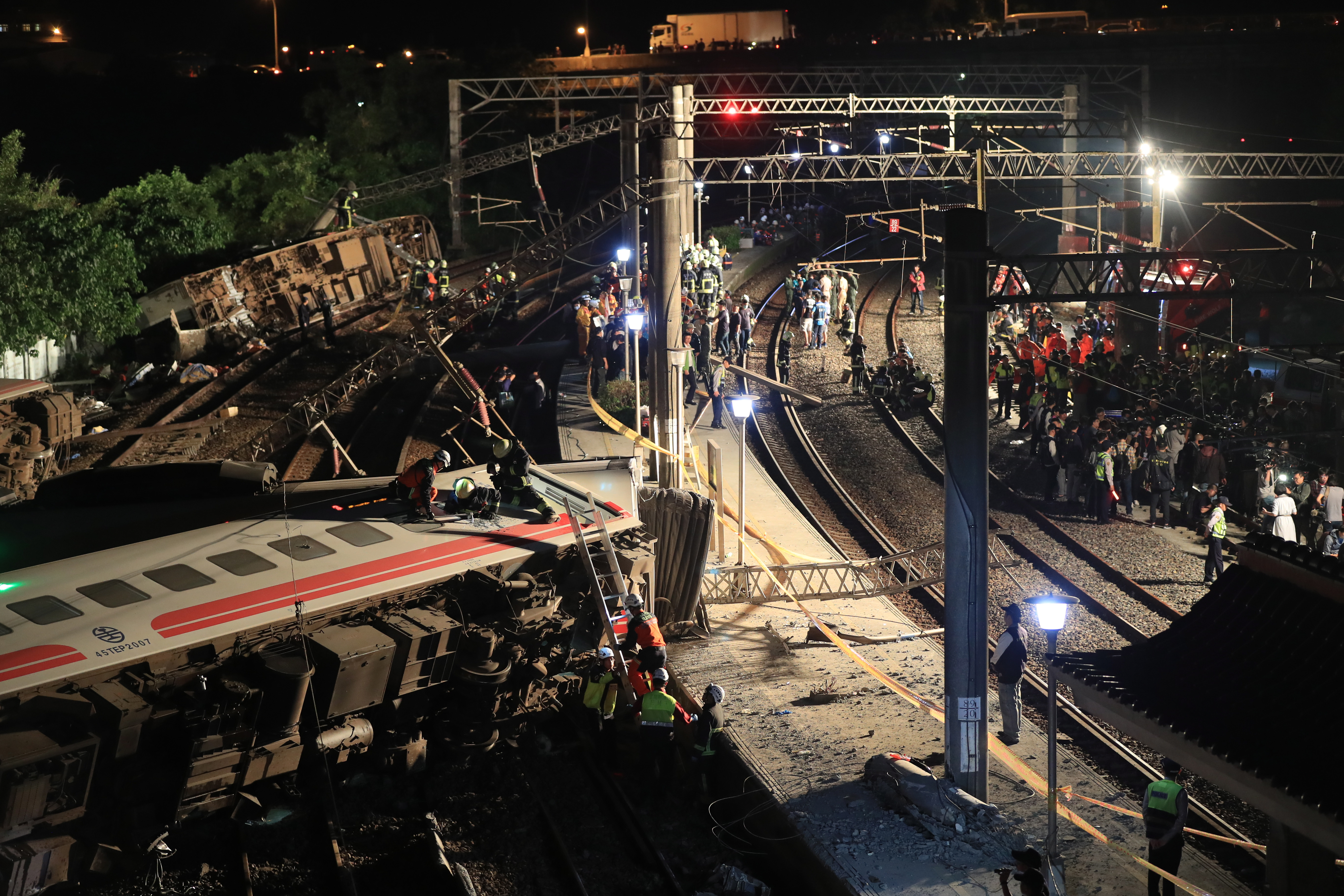 Vlak iskliznuo s tračnica na Tajvanu: 18 mrtvih, 168 ozlijeđenih