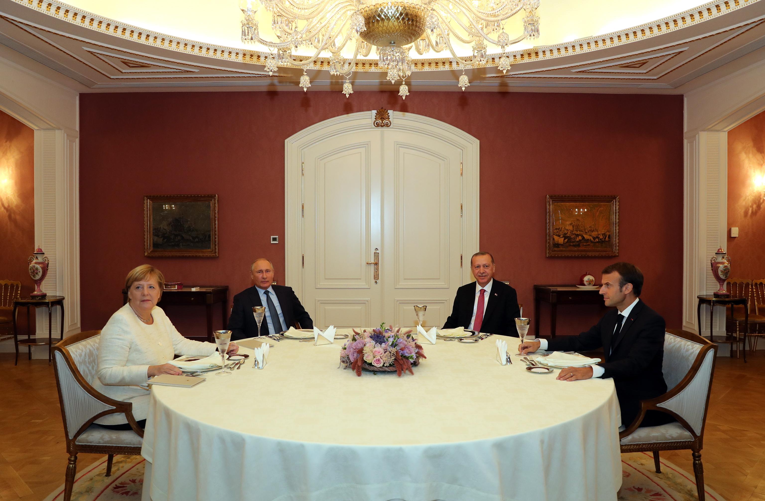 Sirijska opozicija smatra da na summitu u Istanbulu nije ostvaren napredak
