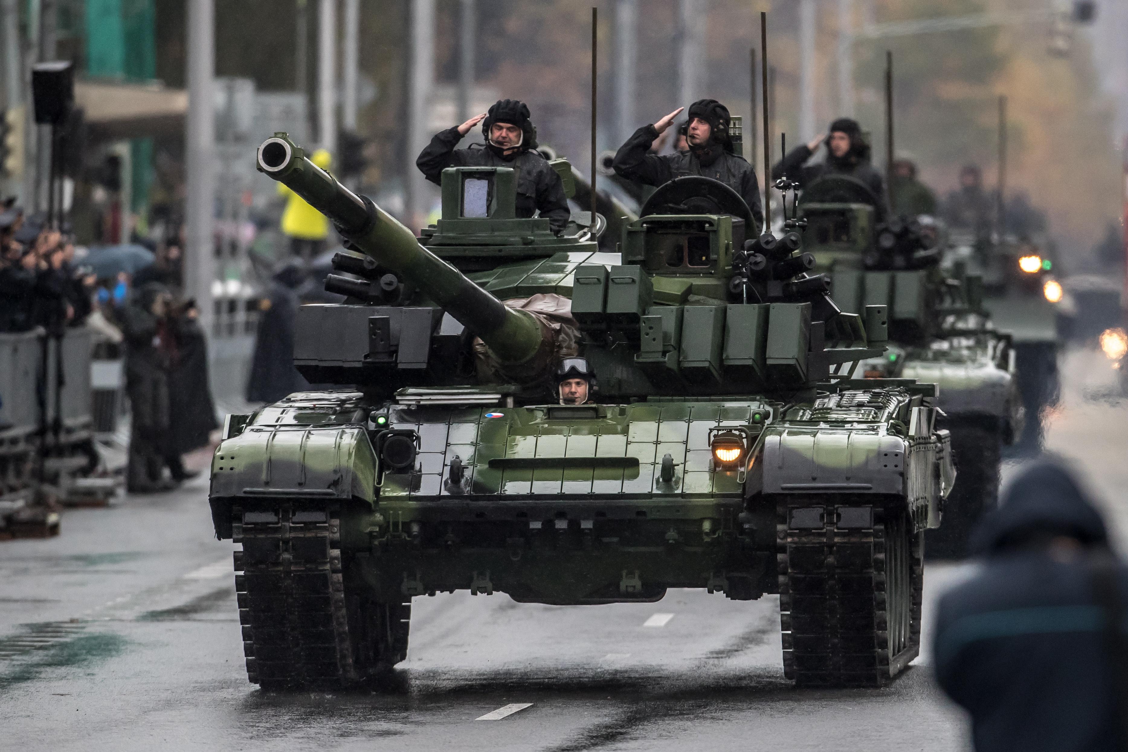 PRAG Vojnom paradom obilježena stota godišnjica Čehoslovačke