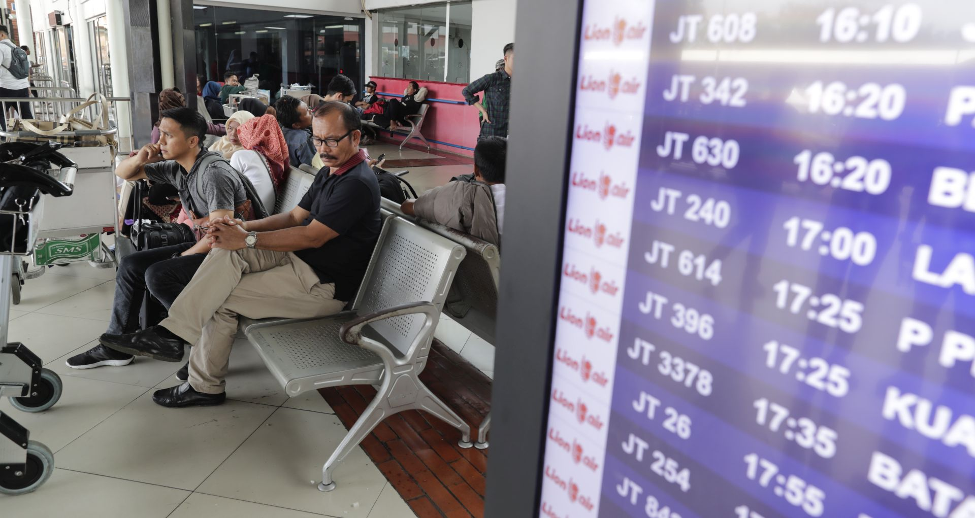 Indonezijski zrakoplov sa 188 ljudi srušio se i potonuo
