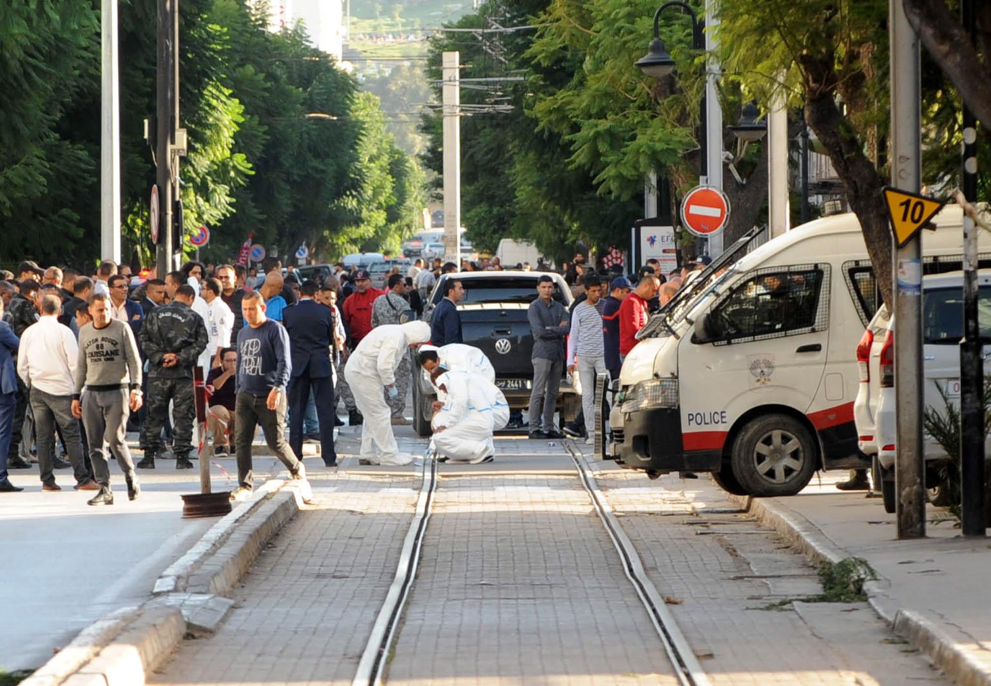 Žena se raznijela u centru Tunisa, ranjeno osam policajaca i civil
