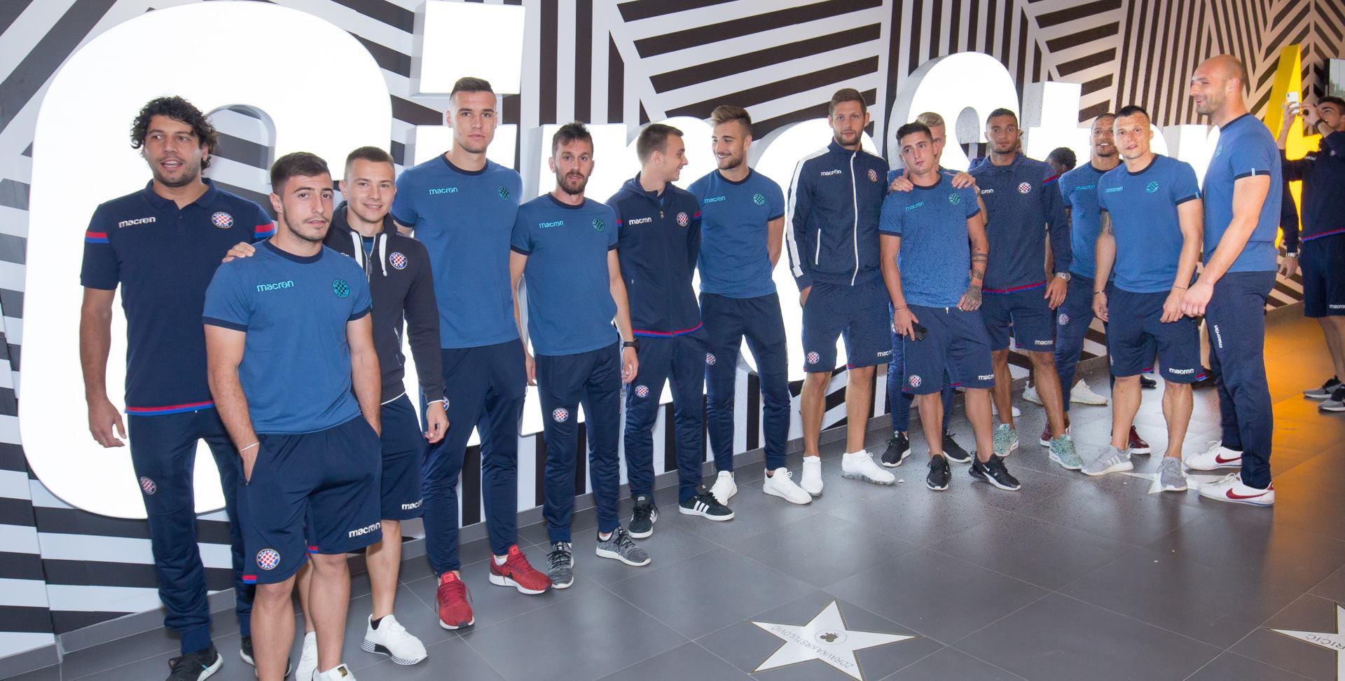 FOTO: Igrači HNK Hajduka uživali u projekciji filma