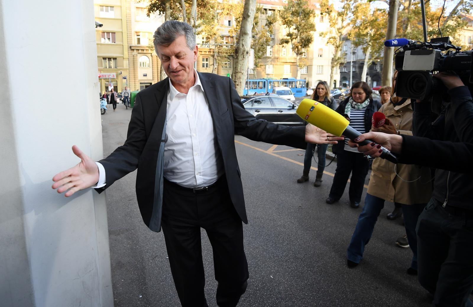 Ministar Kujundžić novinare ispitivao Božje zapovijedi