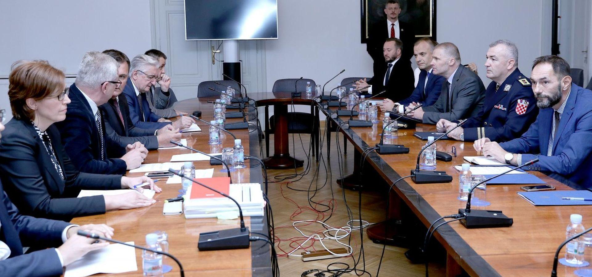 Odbor za unutarnju politiku i sigurnost iza zatvorenih vrata