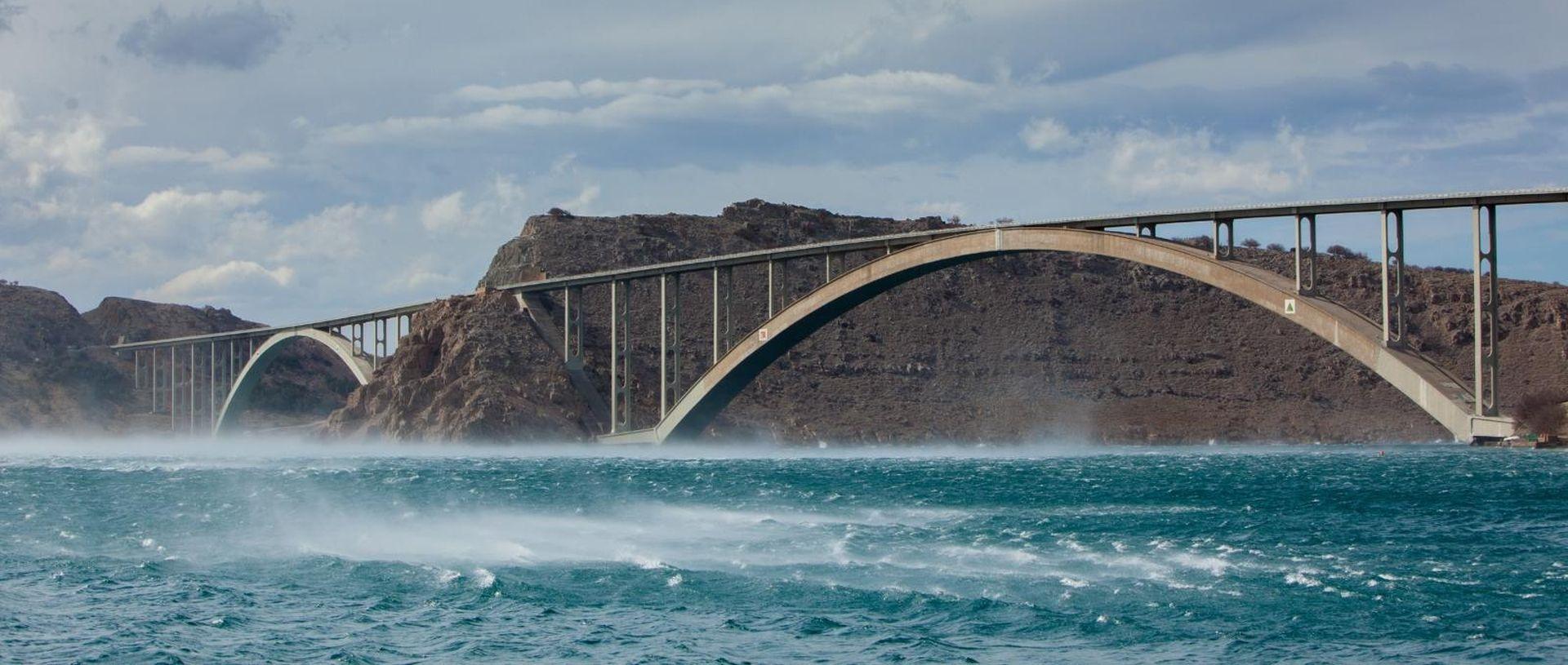 Jak vjetar otežava cestovni i pomorski promet