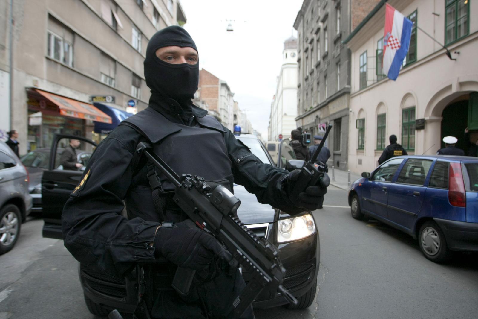 Naoružani muškarac uhićen u blizini predsjedničinog stana
