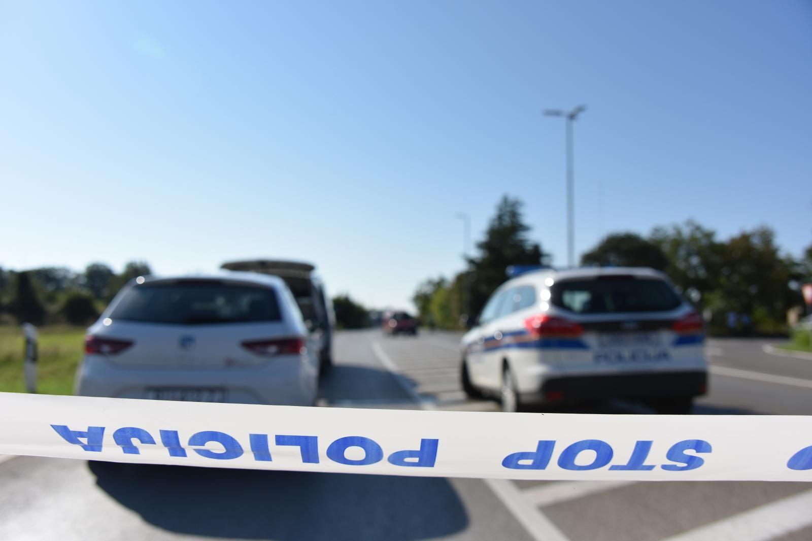 Jedan policajac poginuo, drugi ozlijeđen u teškoj prometnoj nesreći u Baranji