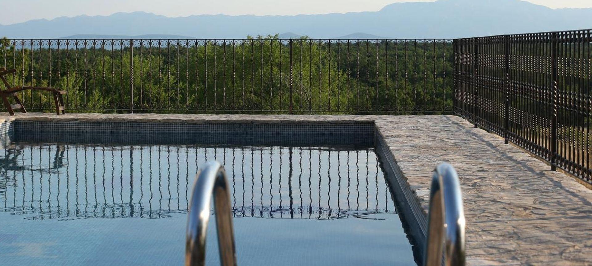 Irkinja (54) pronađena mrtva u bazenu na Čiovu