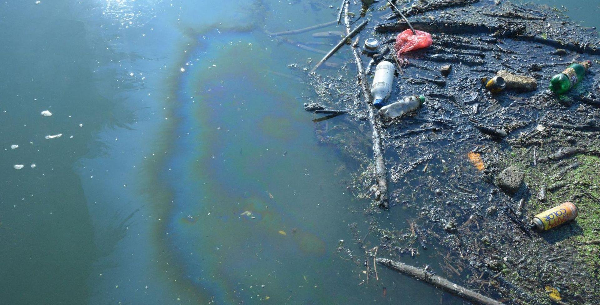 Naftna mrlja na Savi duga 5 kilometara, široka 15 metara