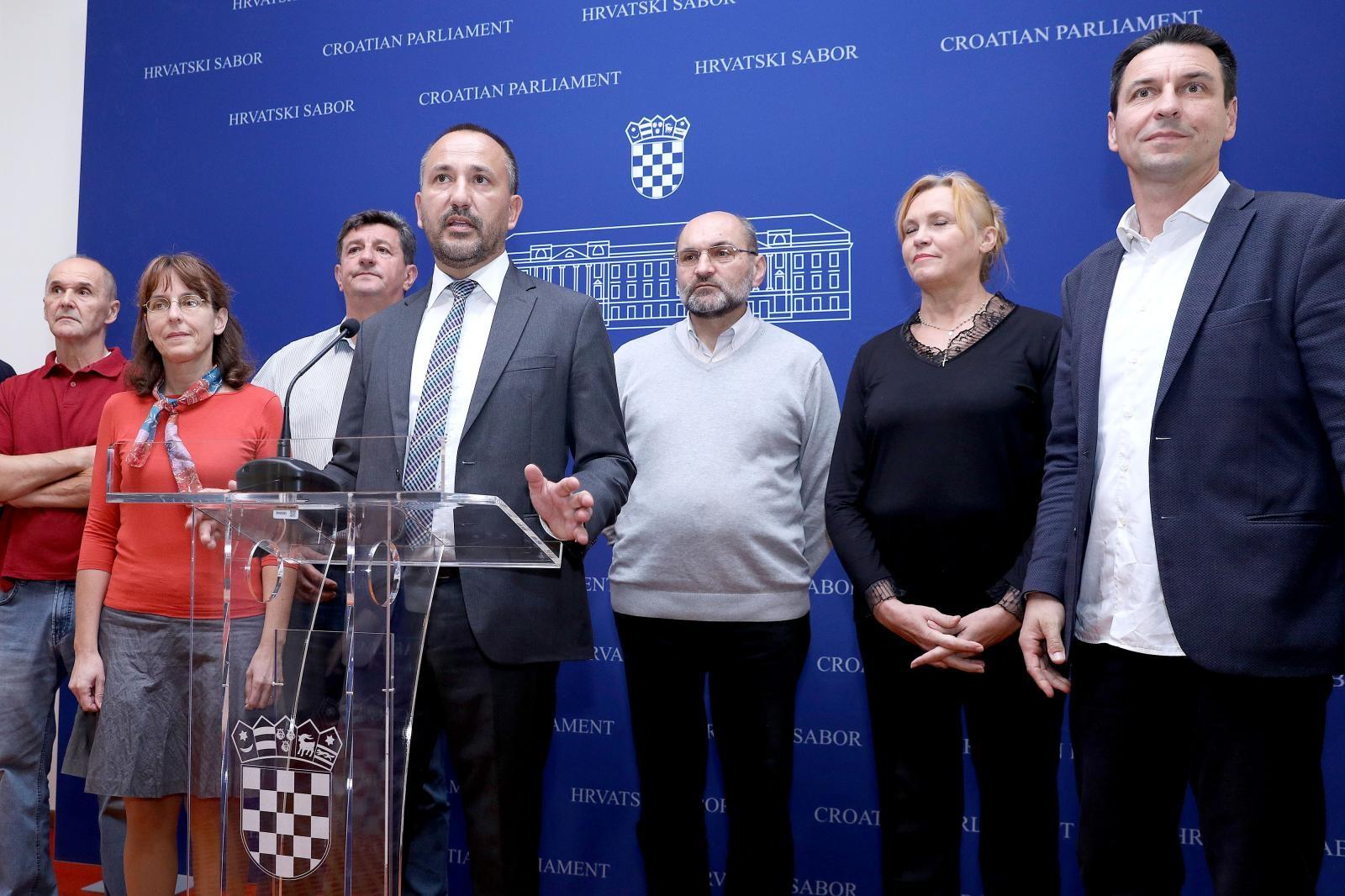 HRAST pozvao predsjednicu da zatraži raspisivanje referenduma