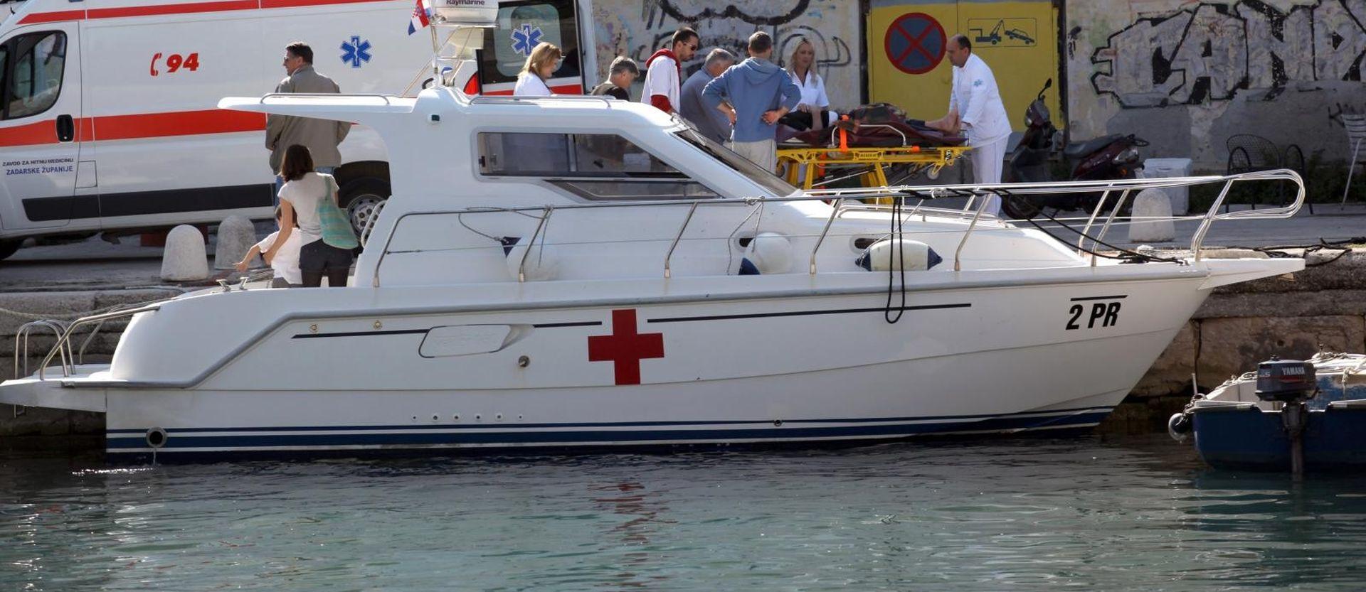 Ozlijeđenu djevojku (18) po oluji prevezli s Ugljana u Zadar