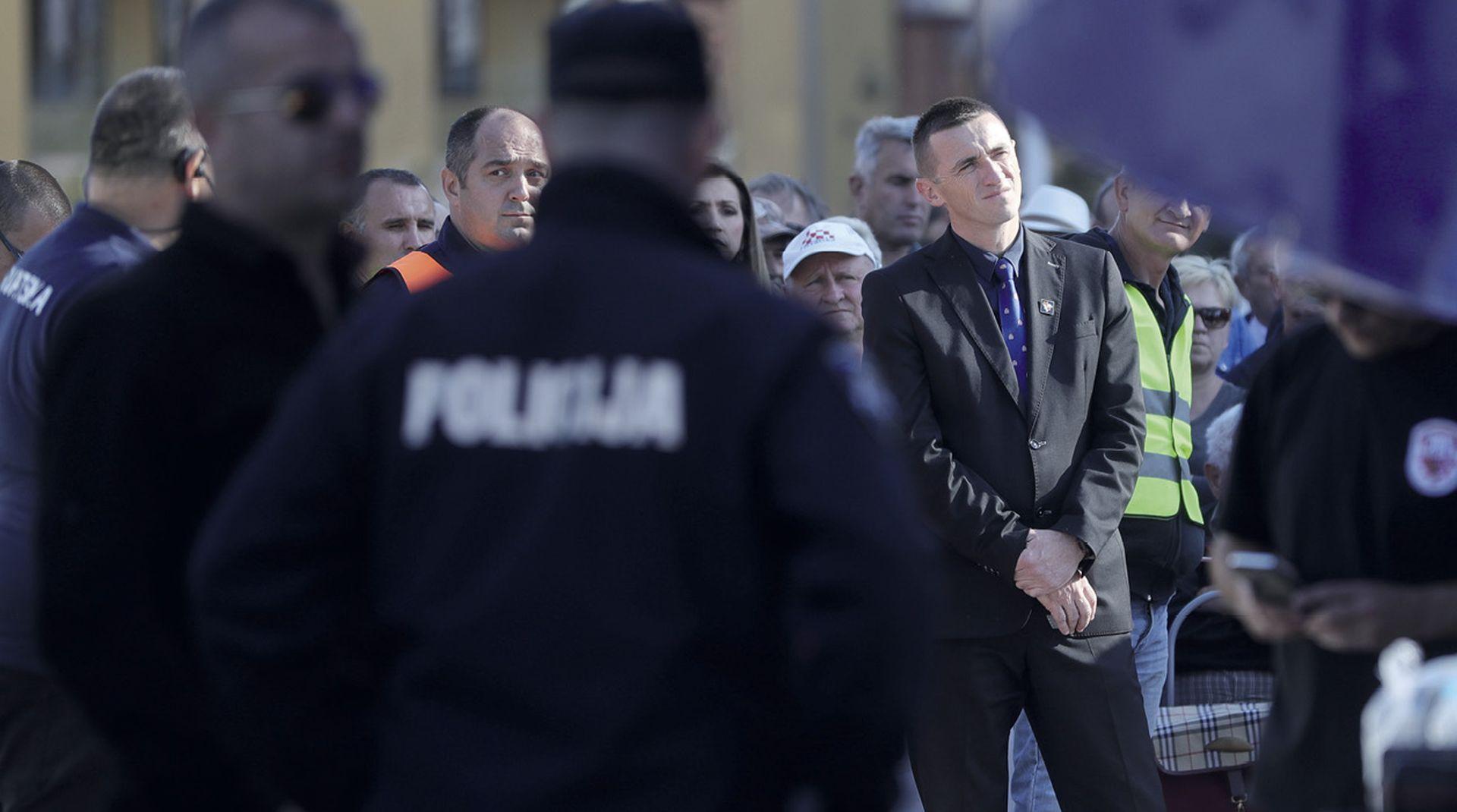 Vukovarski prosvjed ponovno je podijelio Srbe i Hrvate