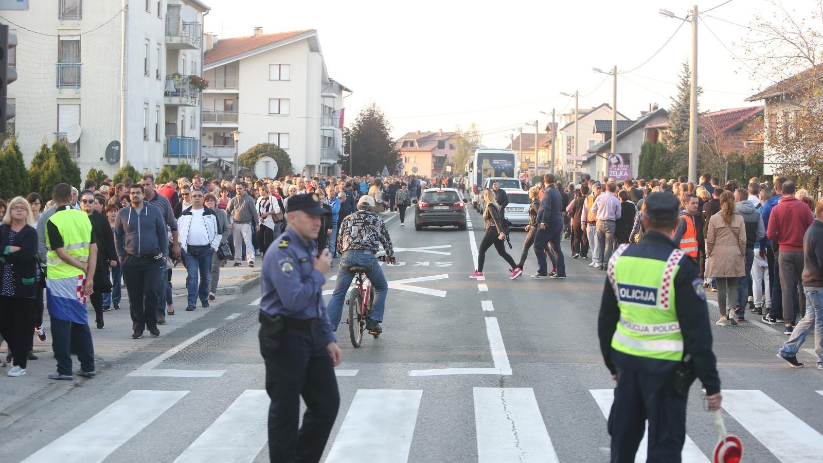 Stanovnici Turnja prosvjedovali zbog pogibije dječaka