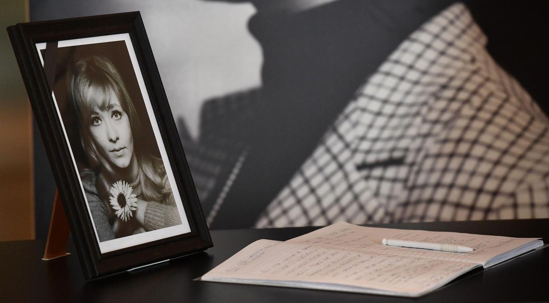 Otvorena knjiga žalosti zbog smrti Milene Dravić, pokop 19. listopada