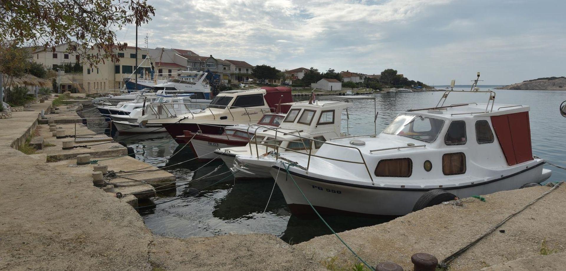 Policija pokrenula istragu protiv muškarca koji se zabio brodicom u otok