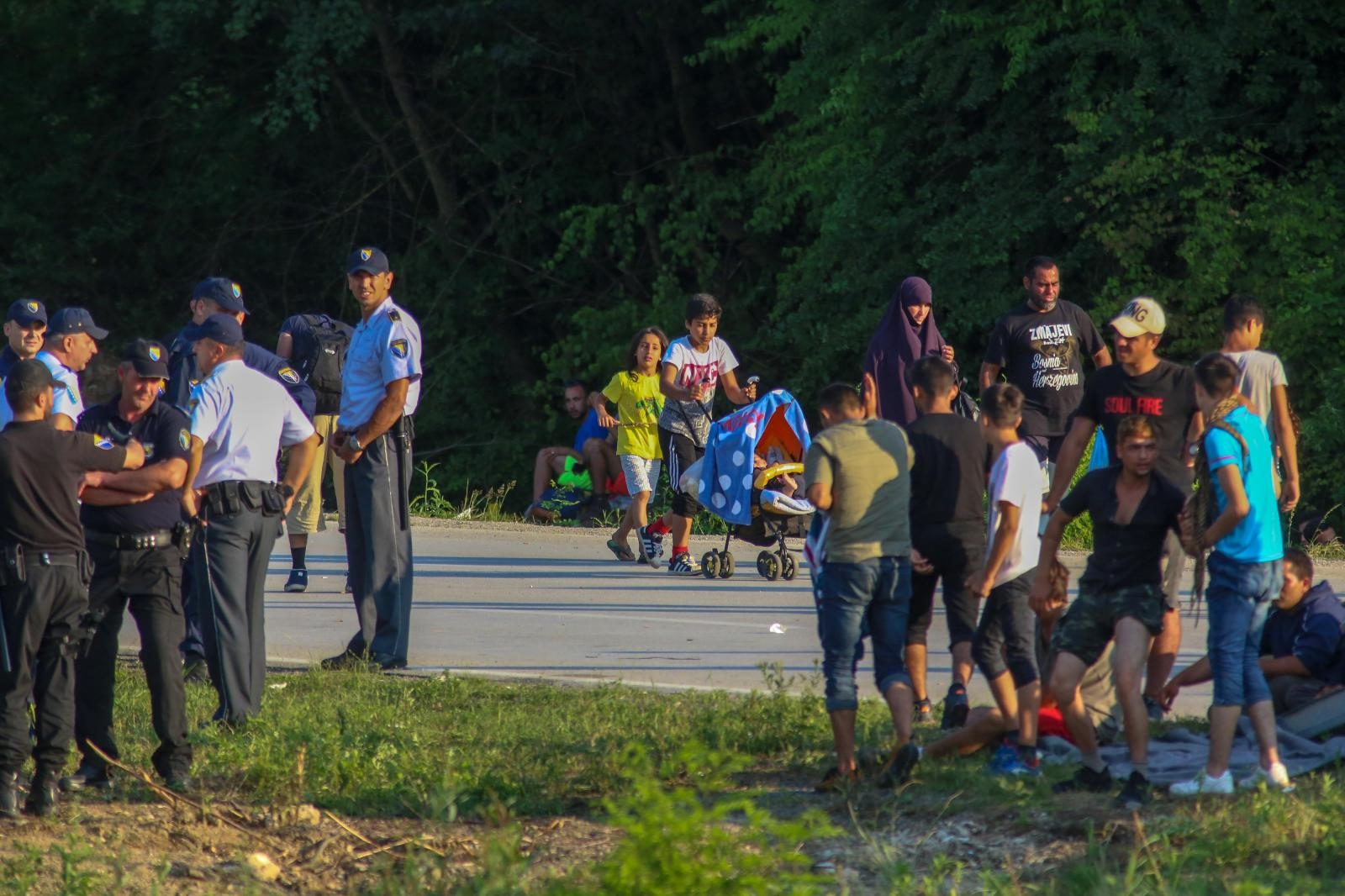 Policija zaustavila veću skupinu migranata koji su iz BiH željeli prijeći u Hrvatsku