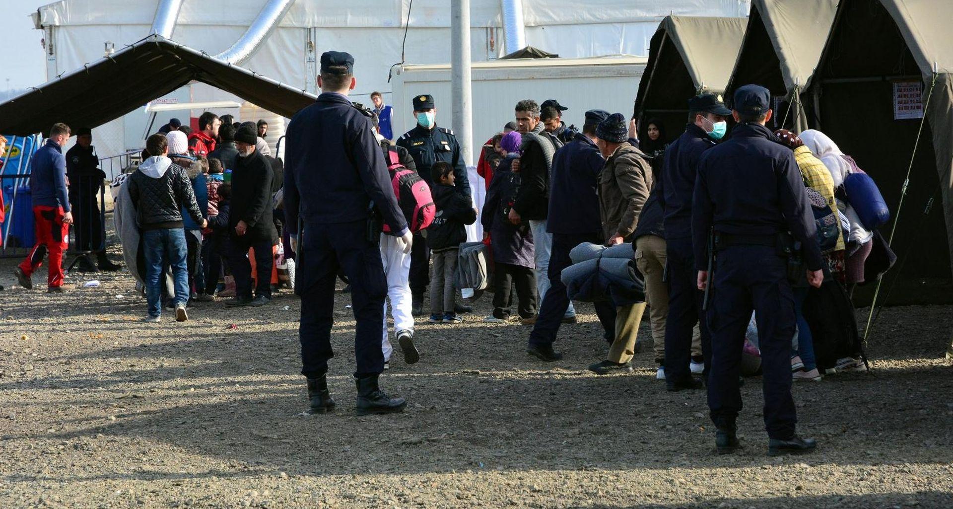 Migranti s graničnog prijelaza Izačić vraćeni u Bihać