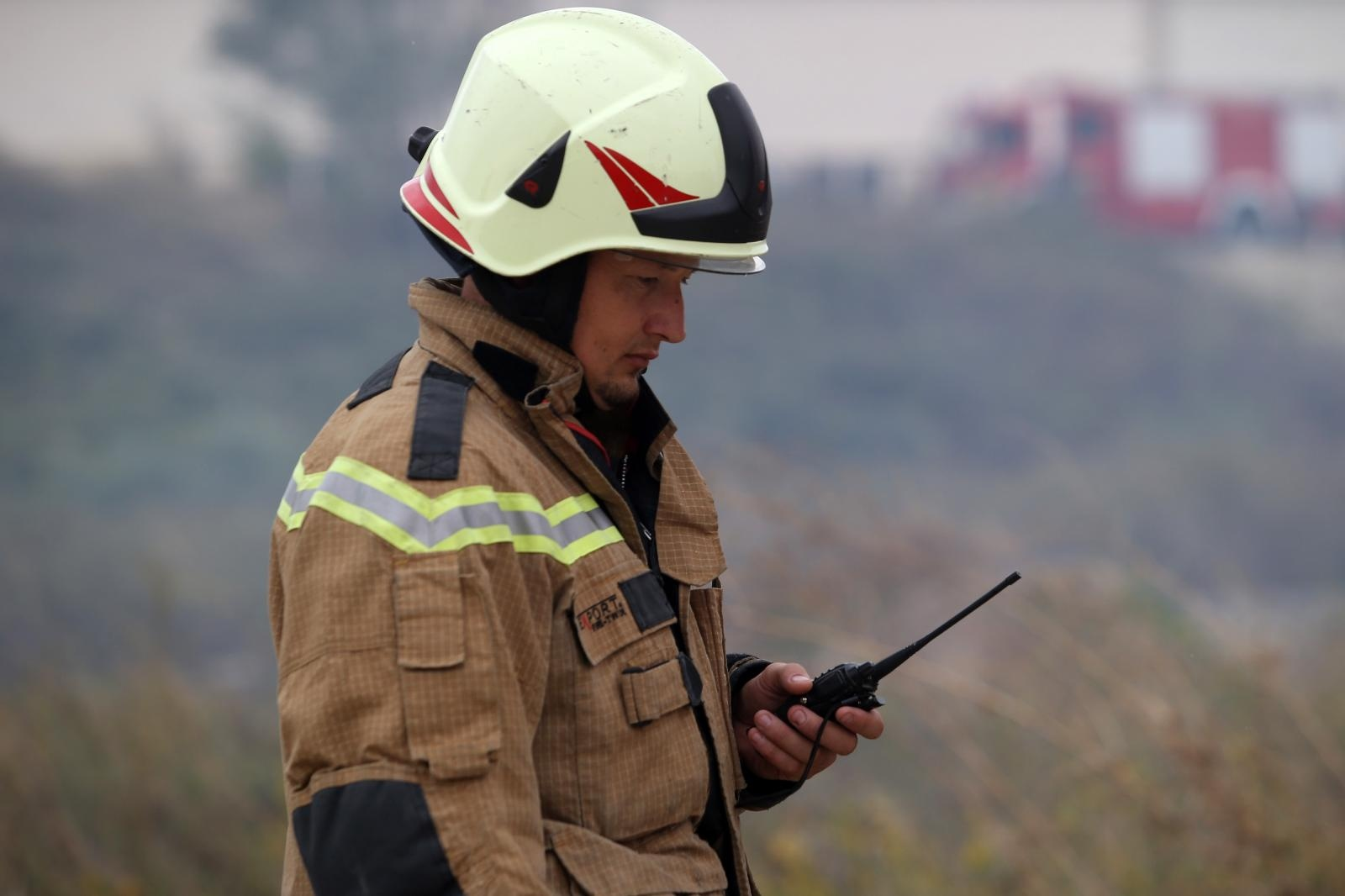 Požar u Splitu stavljen pod kontrolu, izgorjelo oko četiri hektara niskog raslinja