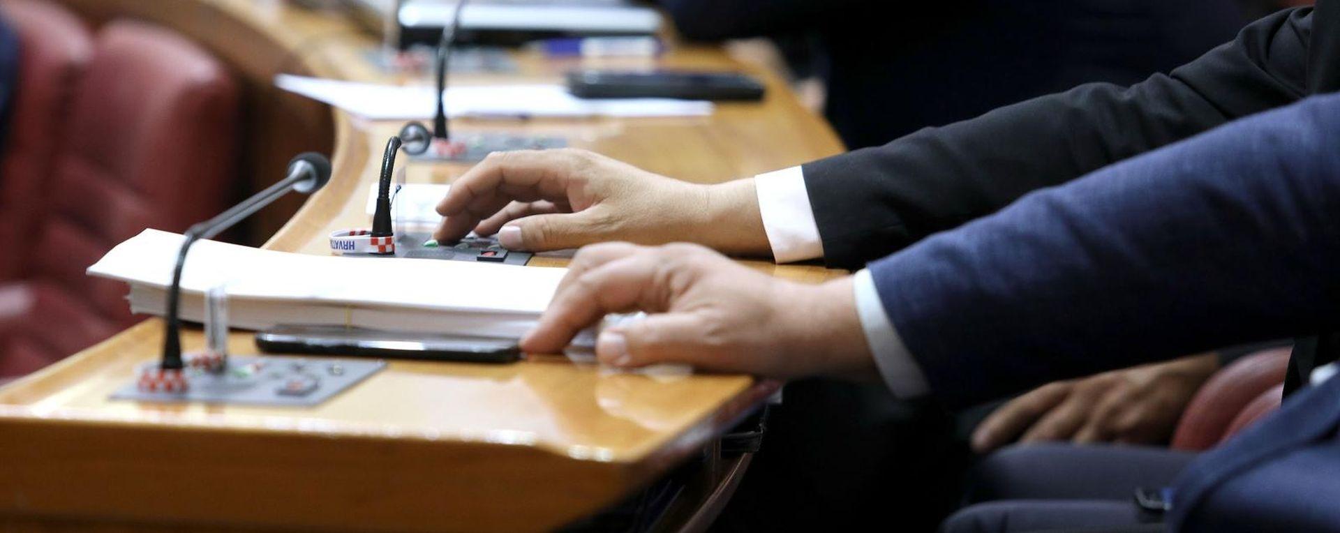 Glasanje u Saboru prije dvotjedne stanke