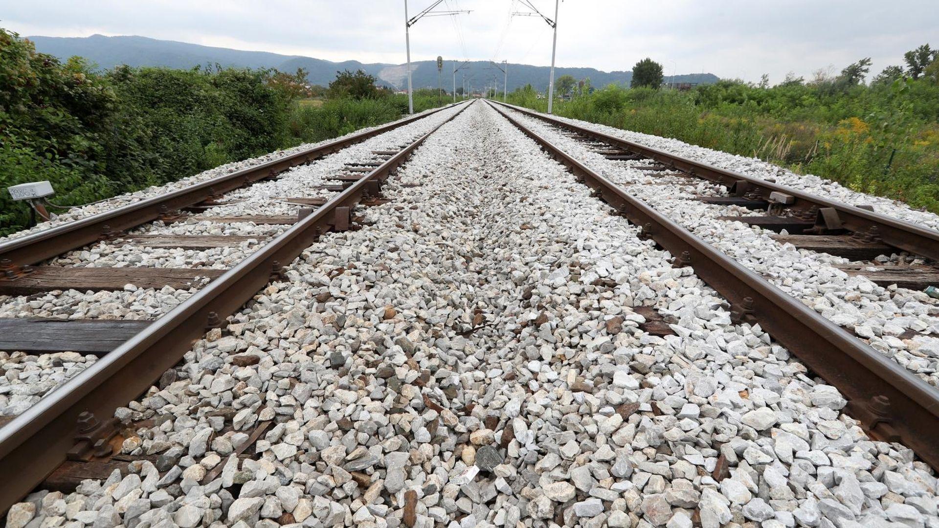 Žena poginula u naletu vlaka, policija moli za pomoć u identifikaciji