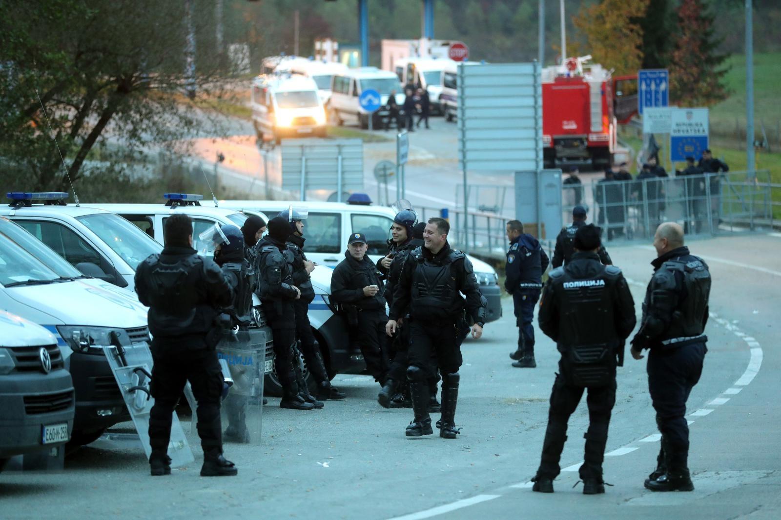 Policija BiH  autobusima izmjestila migrante s Graničnog prijelaza Maljevac