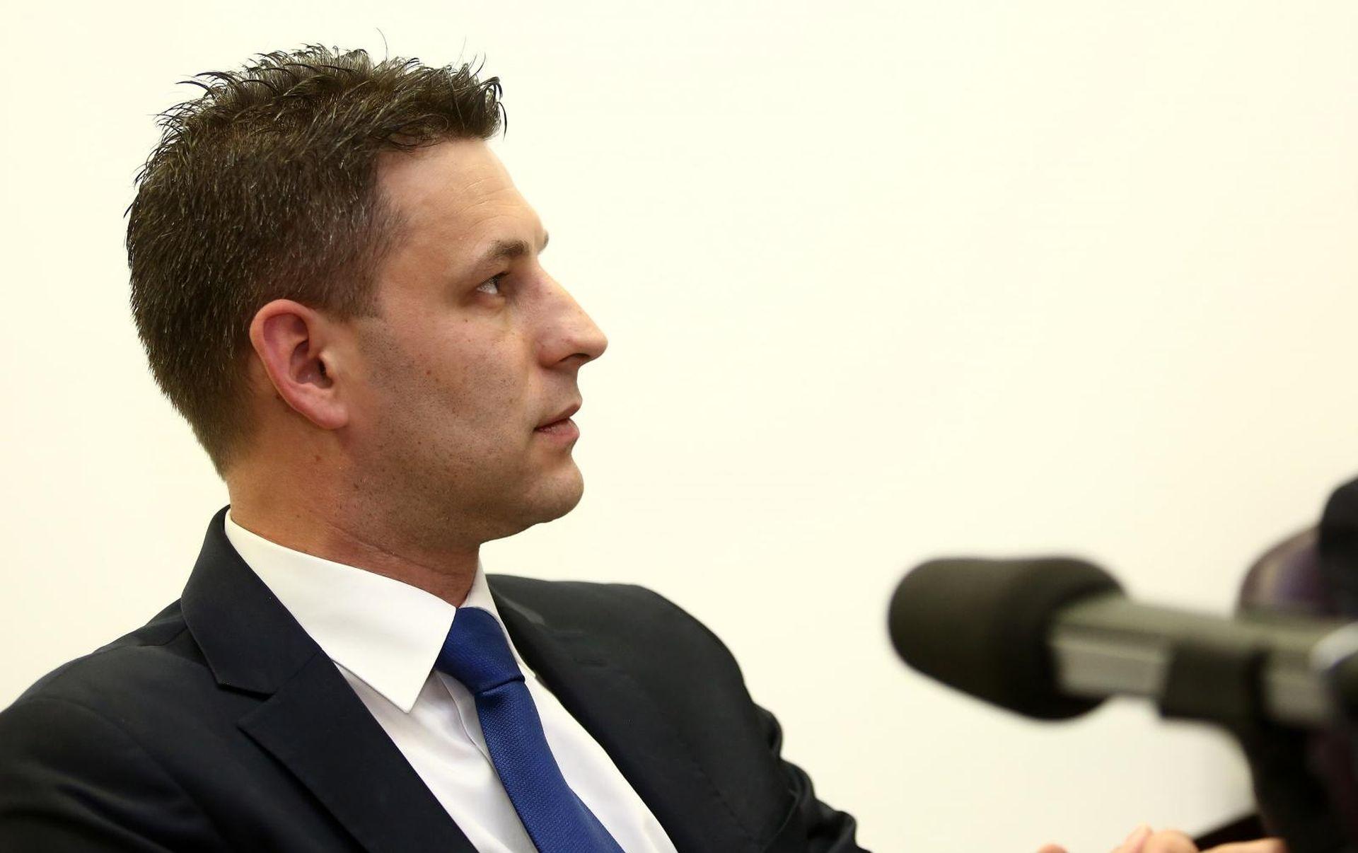 """PETROV """"Volio bih da predsjednica opet opomene Šavorića"""""""