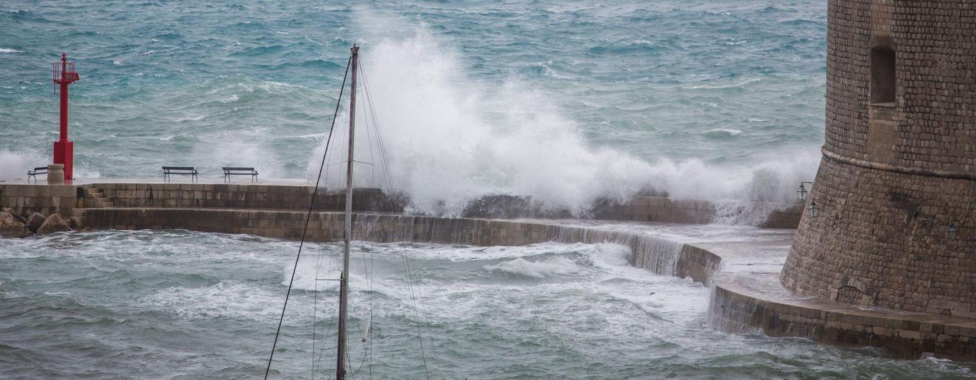 Nevrijeme u Dubrovniku, ulice i kuće pod vodom