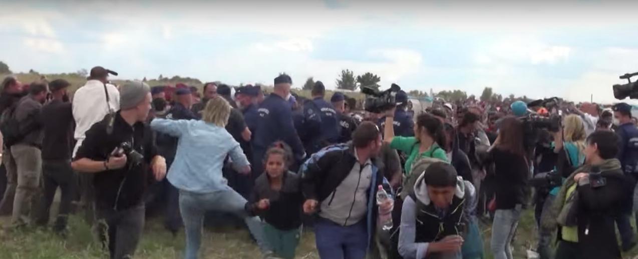 MAĐARSKA Oslobođena novinarka koja je nogom udarala izbjeglice