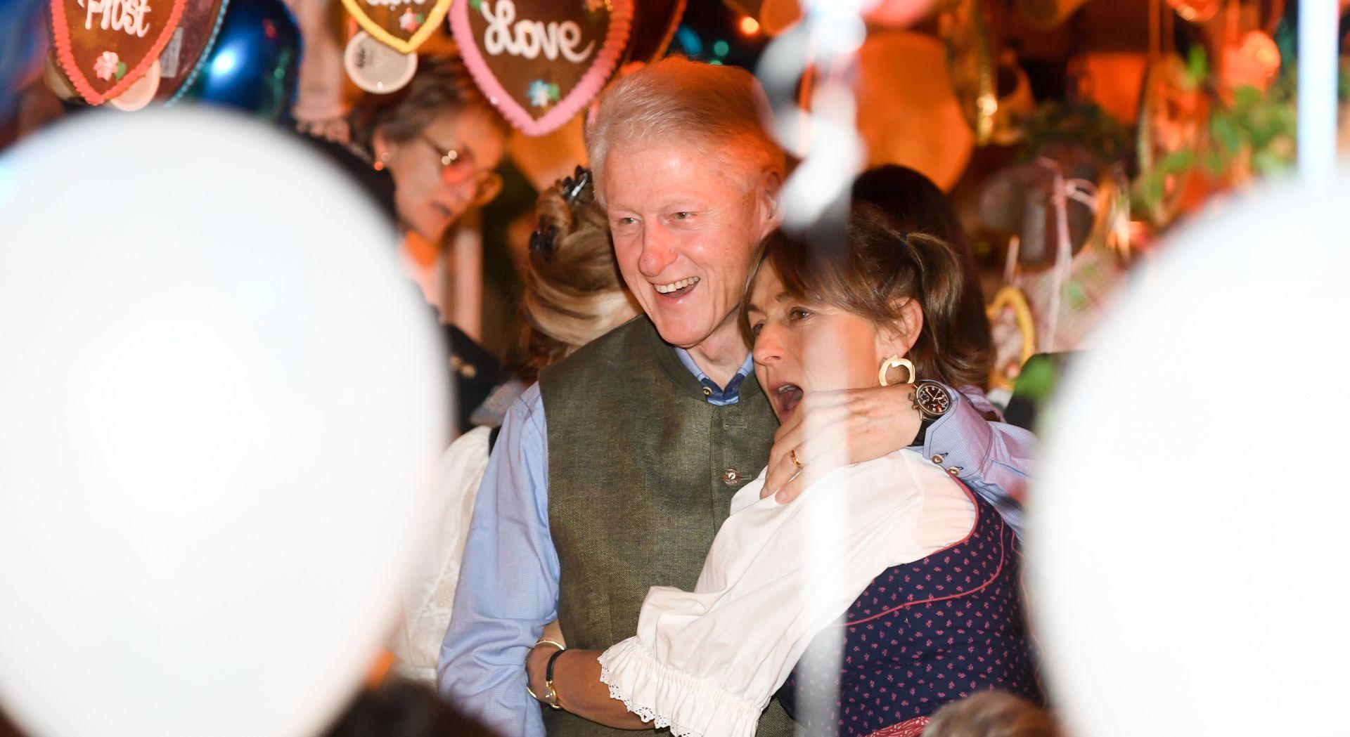 Hillary i Bill Clinton na Oktoberfestu