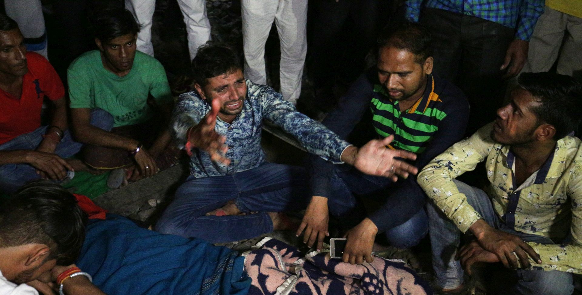 INDIJA 50 mrtvih u naletu vlaka
