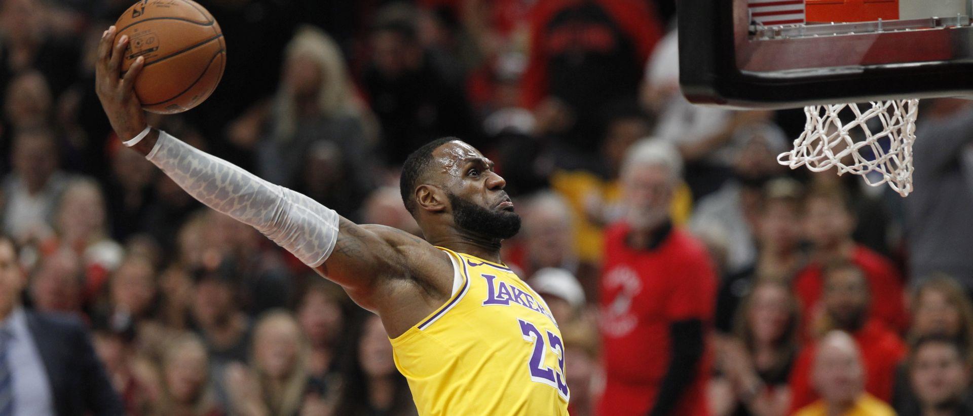 Prva domaća pobjeda i 'triple-double' Jamesa u Lakersima