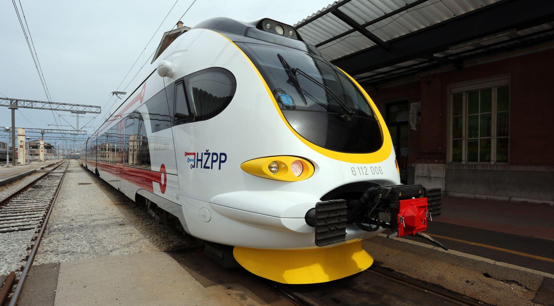 Vlak iskočio iz tračnica, nema ozlijeđenih