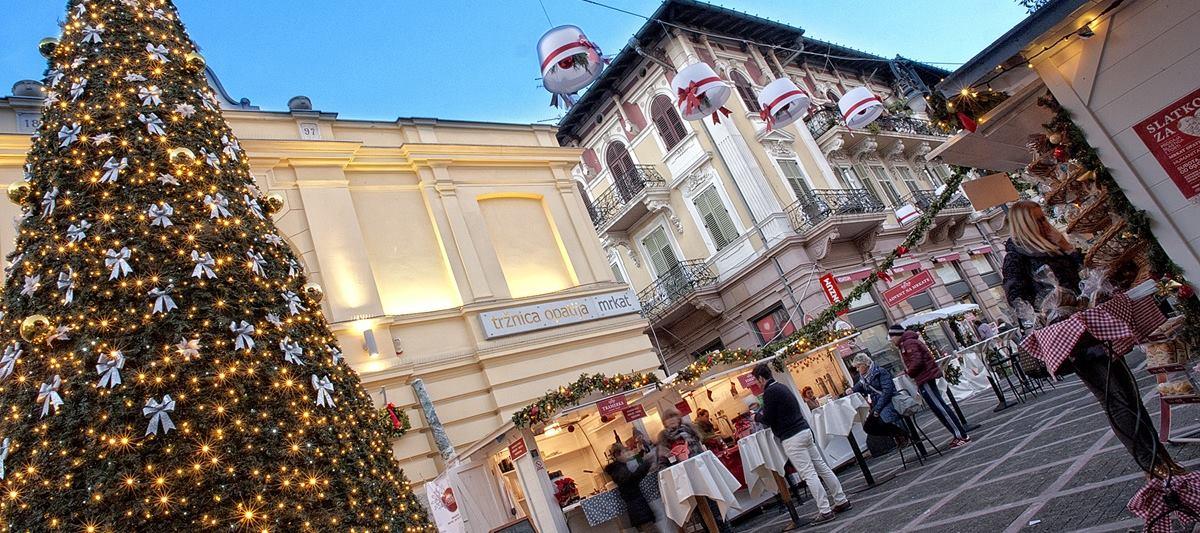 FOTO: Advent u Opatiji počinje 30. studenog paljenjem lampica na božićnom drvcu